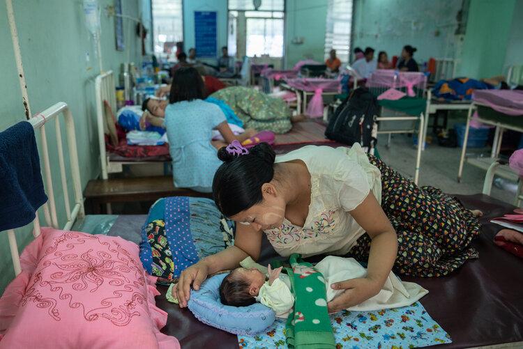 Cơ sở hạ tầng y tế yếu kém tại Myanmar - Ảnh: ILO