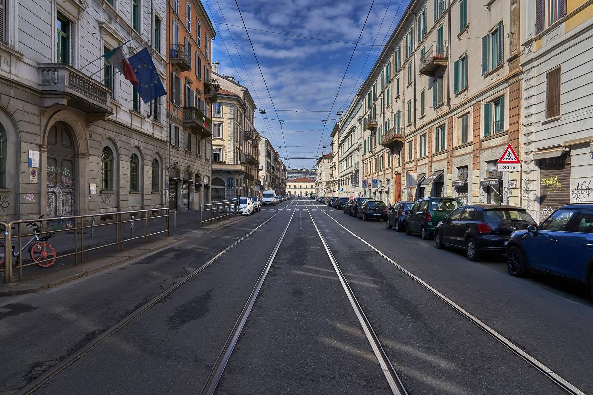 Đường phố Milan, Italia vắng lặng giữa đại dịch SARS-COV-2 (Ảnh: Mick De Paola, Unsplash)